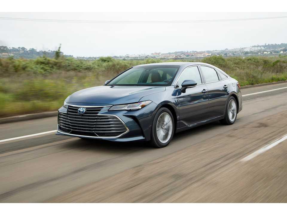 2019 Toyota Avalon Hybrid 19 بهترین مدل های خودروی هیبریدی 2019