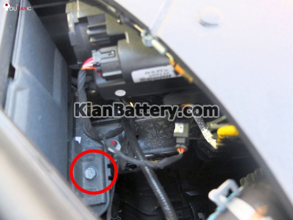 kian optima battery replacement 5 1024x768 آموزش تعویض باتری کیا اپتیما