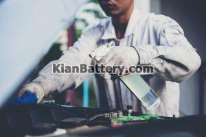 تمیز کردن باتری 300x200 تعمیر و احیا باطری ماشین