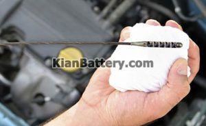 چک کردن مایعات 300x184 نگهداری و سرویس های دوره ای خودرو